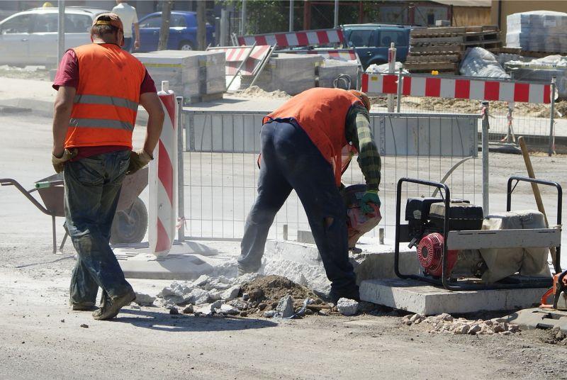 Felújítás és karbantartás miatt több szakaszon is korlátozzák az M1-es autópályát a héten