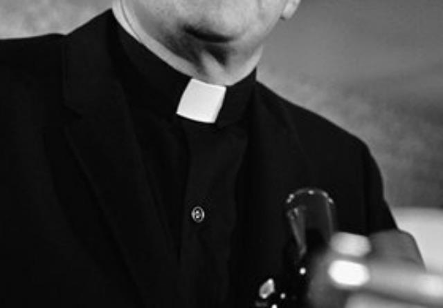 Pap is beszállt az életmentésbe Józsefvárosban – imákkal