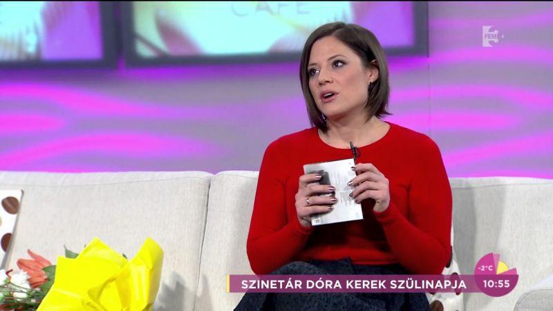 Szinetár Dóra céklával eteti kisfiát – Fotó!