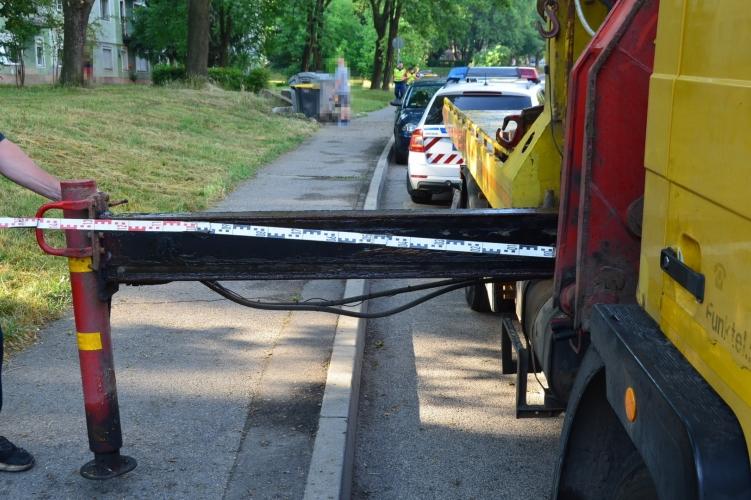 Elszabadult teherautó-alkatrész okozott súlyos balesetet