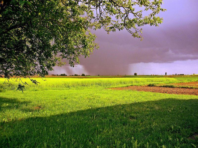 Hőség és felhőszakadás várható vasárnap az országban