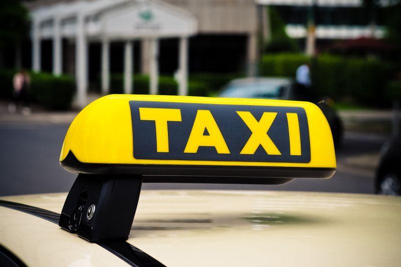Politikán vitatkozott a taxis és az utasa, aztán a sofőr lefújta paprikaspray-vel