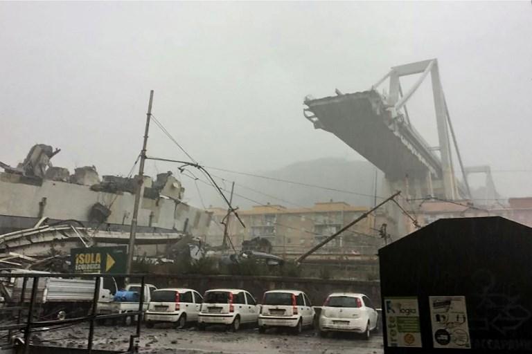 Leomlott egy híd Genova közelében, több tucat halottja van a tragédiának