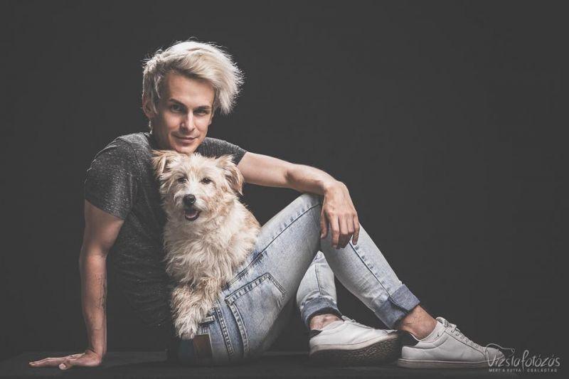 Nem találja ki, mit kapott Molnár Karesz kutyája