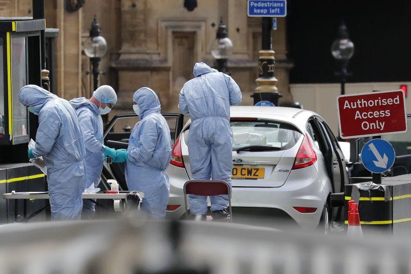 Terrorgyanús esetként kezelik egyelőre a londoni parlamentnél történt incidenst