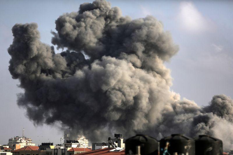 Izrael csapatösszevonásba kezdett a Hamásszal kiújult rakétaháború miatt