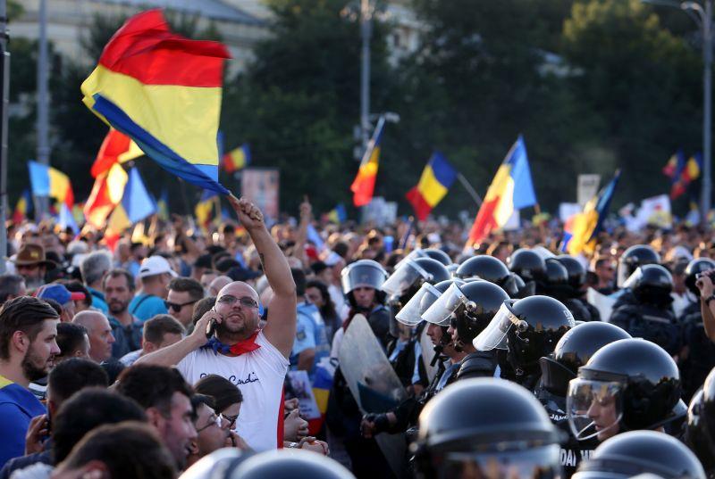 Kitartanak Bukarestben a kormány távozását követelő tüntetők