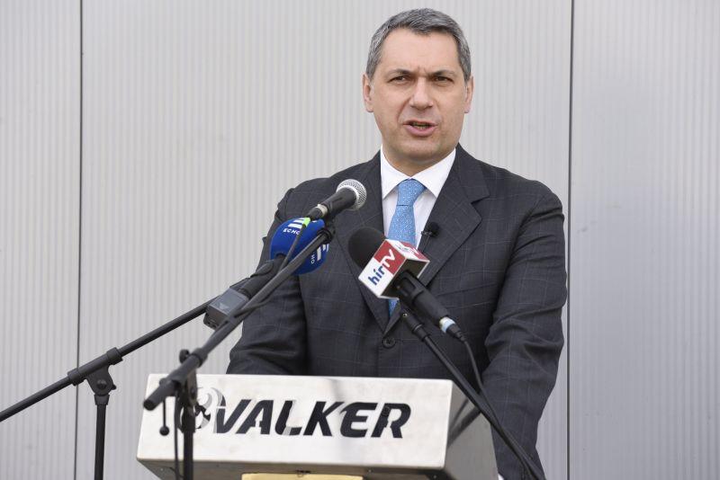 Lázár János visszatért, dohányzásügyi miniszterelnöki biztos lett