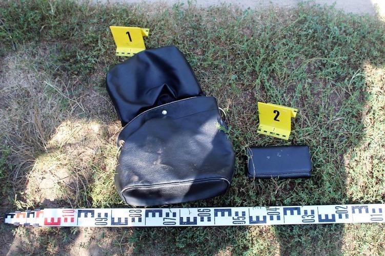 0184ae5118 Segítséget kért, aztán táskát lopott két férfi Debrecenben - Propeller