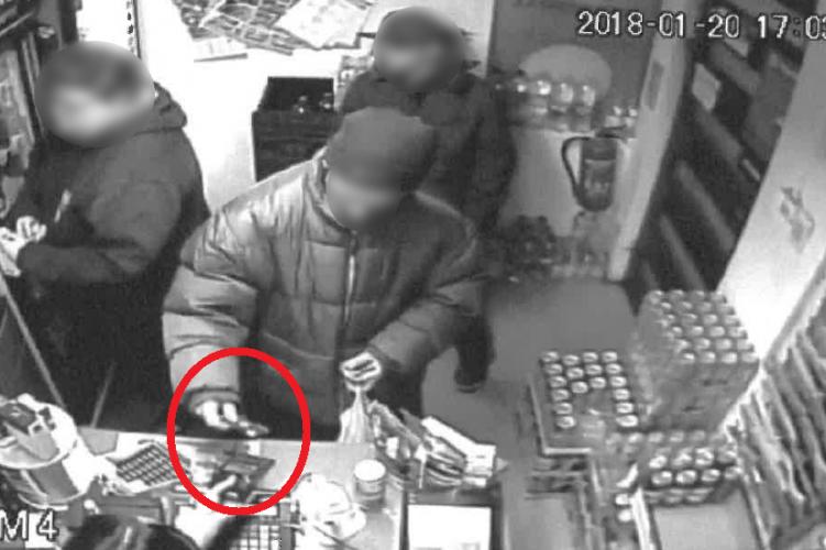 Talált bankkártyával vásárolt, elkapta a rendőrség