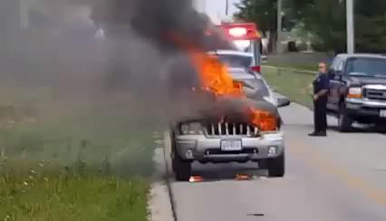 Kigyulladt egy terepjáró a 6-os úton