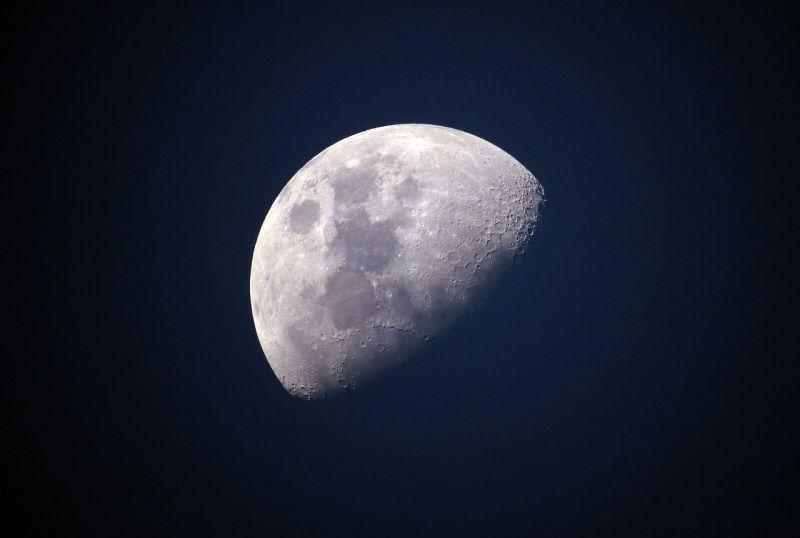 Vízjeget találtak tudósok a Hold felszínén