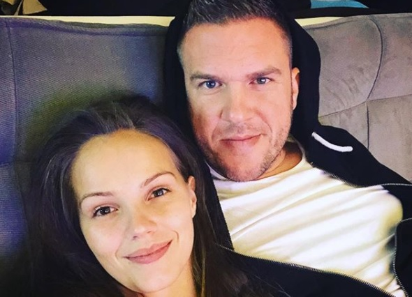 Bugyiban és melltartóban fotózta terhes párját Kasza Tibi