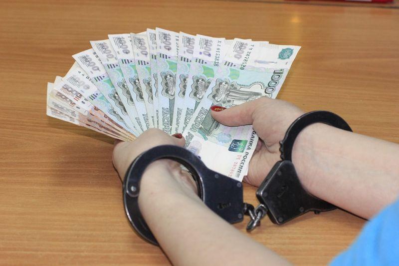 Kenőpénzt fogadott el két pénzügyőr – vádat emeltek ellenük