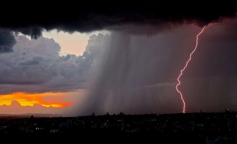 Ma végre változik az időjárás, zivatarzóna közelíti meg az országot