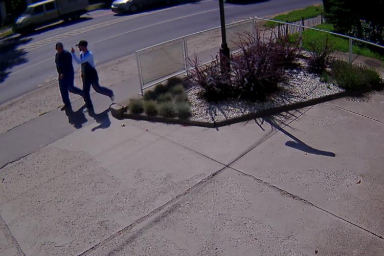 Itt vannak a térfigyelő felvételei a szentendrei trükkös tolvajokról
