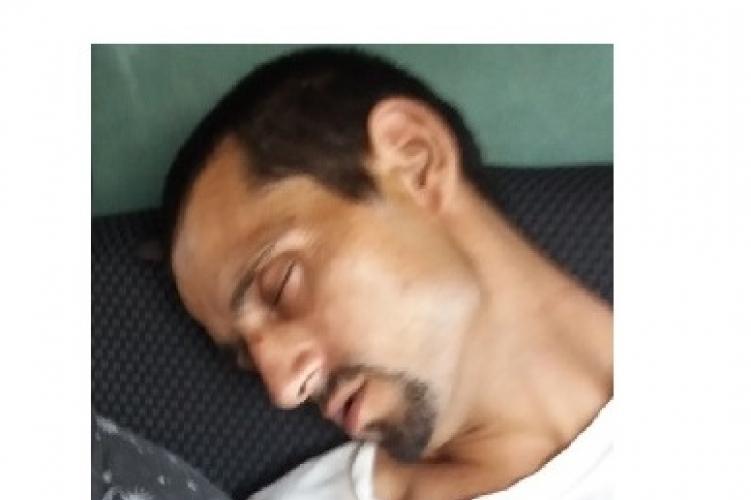 A hét legkülönösebb körözési képét hozta nyilvánosságra a magyar rendőrség egy alvó emberről