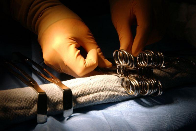 Újabb sikeres műtétet végeztek el a bangladesi sziámi ikrek szétválasztásán dolgozó magyar orvosok