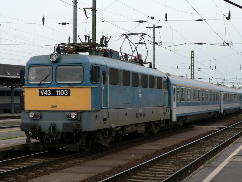 Gázolás miatt késnek egyes vonatok a Budapest-Debrecen vonalon