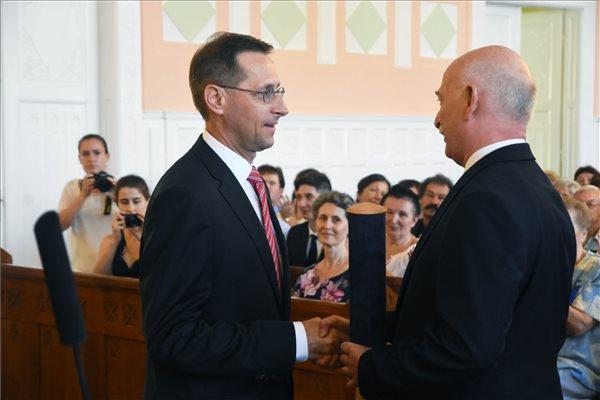 Karcag díszpolgára lett Varga Mihály pénzügyminiszter