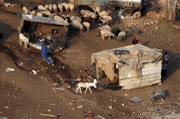 Október elsejéig le kell rombolniuk házaikat a Kan al-Ahmarban élő beduinoknak