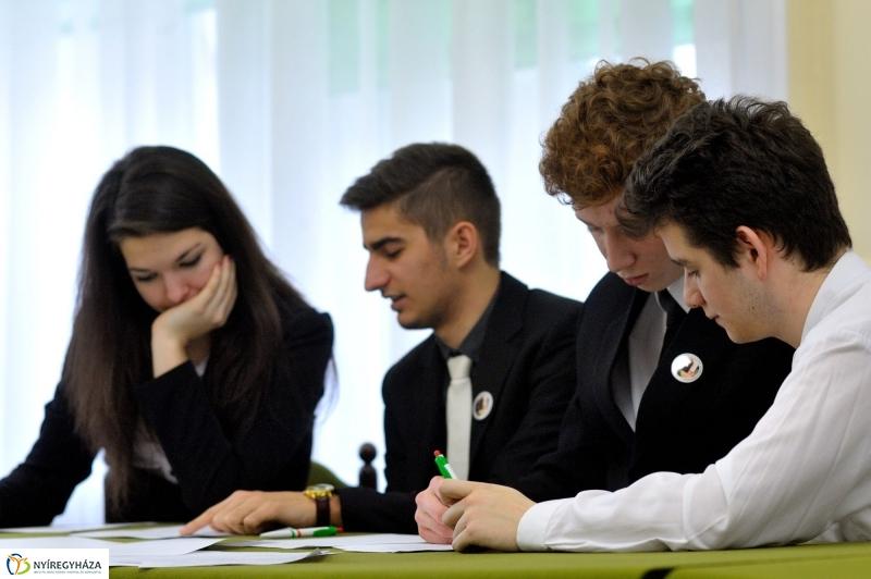 """""""Túl az első X-en"""" – Tehetsz a jövődért, válassz! címmel jön az európai középiskolás vetélkedő"""