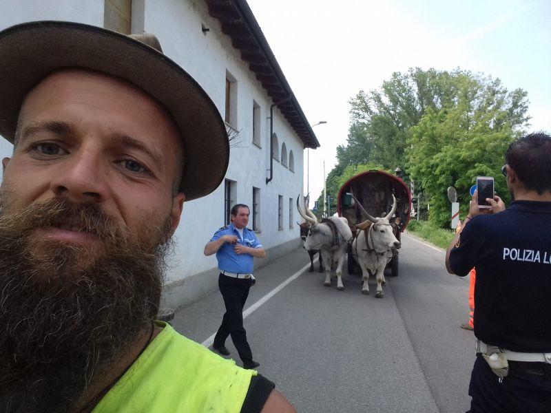 Tragédia: meghalt az ekhós szekérrel világot járó Gecse Balázs Gergő