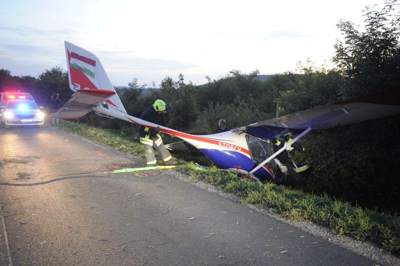 Túlfutott egy repülő a leszállópályán Budakeszin, az árokban állt meg – fotók