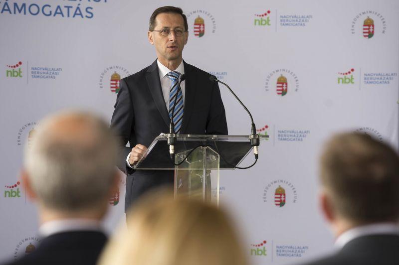 Varga Mihály: a családi kedvezménynek köszönhetően átlagosan 262 ezer forint adót spóroltak a szülők tavaly