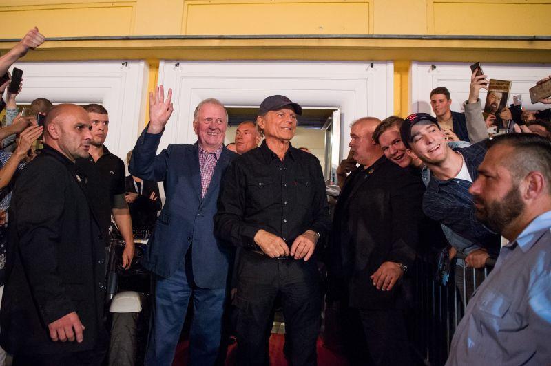 Képek: Terence Hill elérzékenyült a magyar rajongóktól
