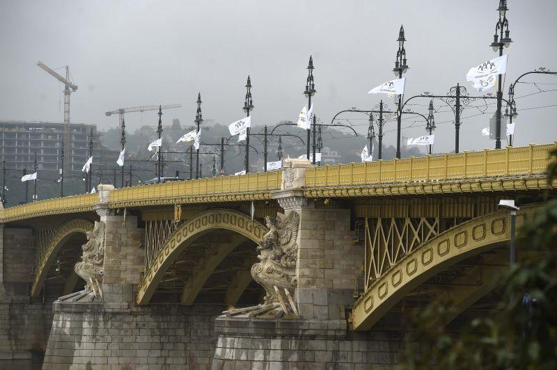 Mossák a Margit hidat, ezért le is zárják hétvégén