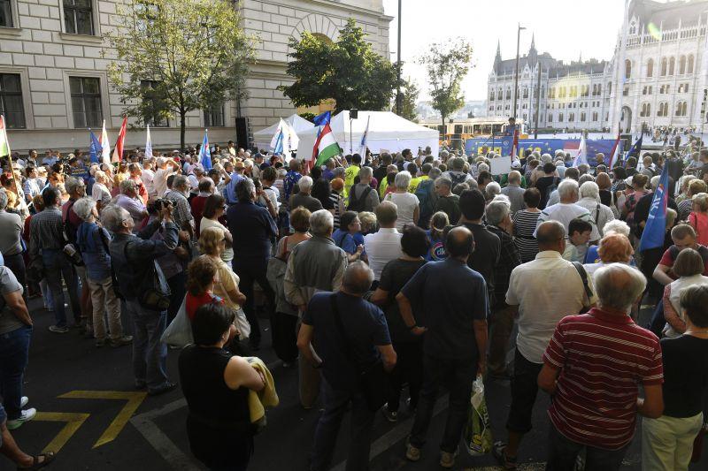 Gyurcsány a tüntetésen: Magyarországon diktatúra van