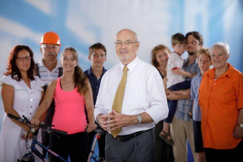 Megbüntették a fideszes polgármester-jelöltet, mert iskolában kampányolt