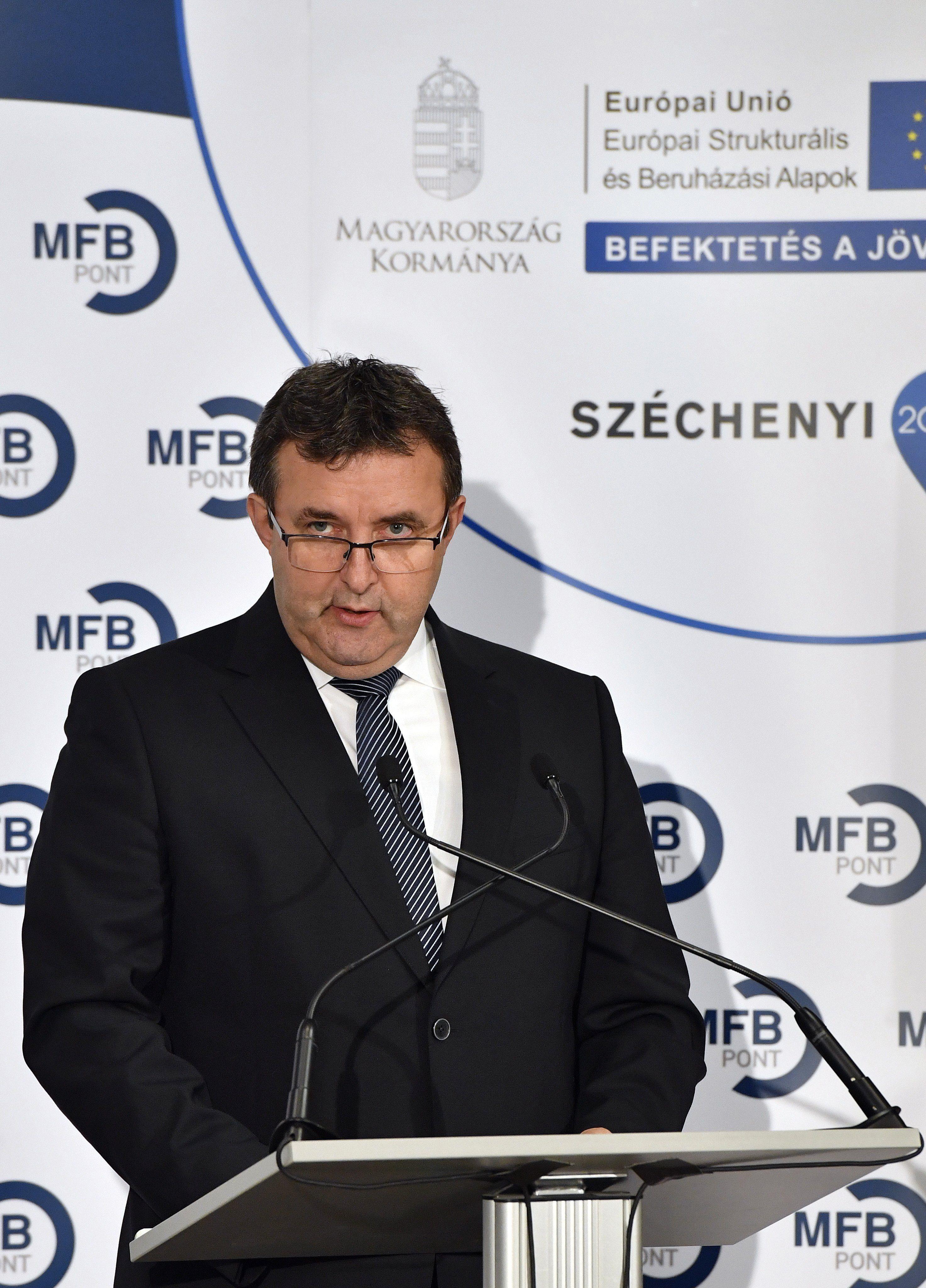 Palkovics innovációs miniszter megkapta a Corvinus Egyetemet