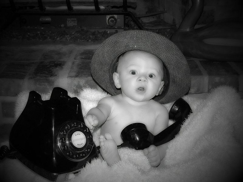 Szenzációsan helyt állt egy mentőápoló: telefonon vezette le a szülést