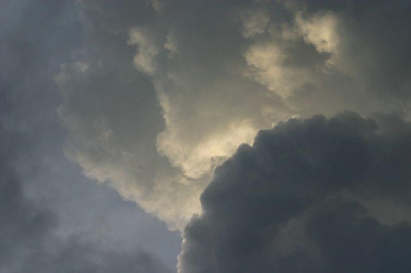 Másodfokú figyelmeztetés lépett életbe – két hullámban, viharos széllel és lehűléssel érkezik a hidegfront