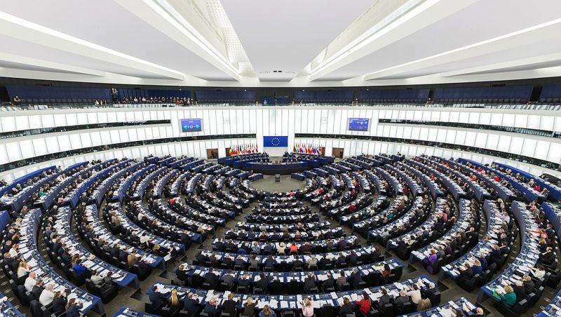 A Századvég munkatársa a köztévé műsorában vádolta csalással az Európa Parlamentet