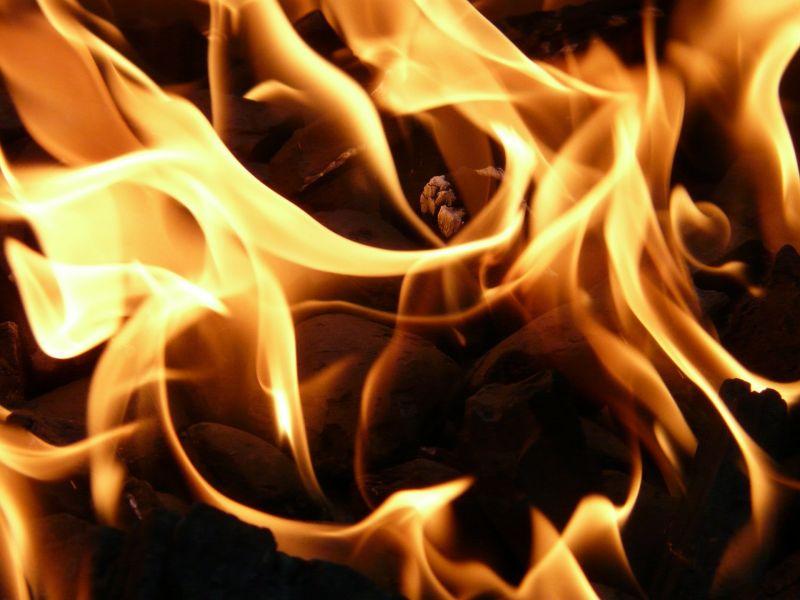 Kiégett egy üzem Gárdony és Zichyújfalu között