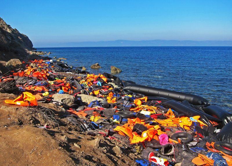 Elsüllyedt egy szíriai menekülteket szállító hajó