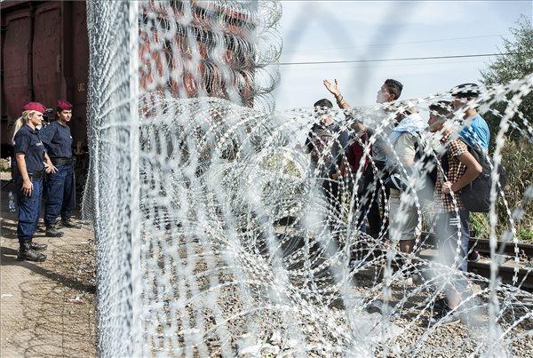 Fidesz-KDNP: Brüsszel azért akarja elvenni a határvédelmet, hogy beengedje a migránsokat