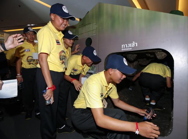 Hihetetlen! A thai focista fiúk visszatértek fogságuk helyszínére