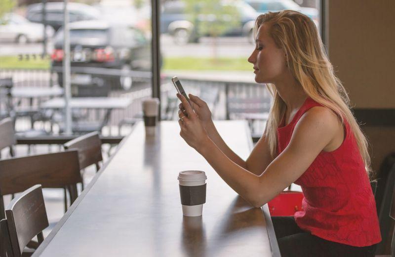 A valódi kapcsolatok hiányára és a virtuális kapcsolatok erősödésére figyelmeztet a pszichológus