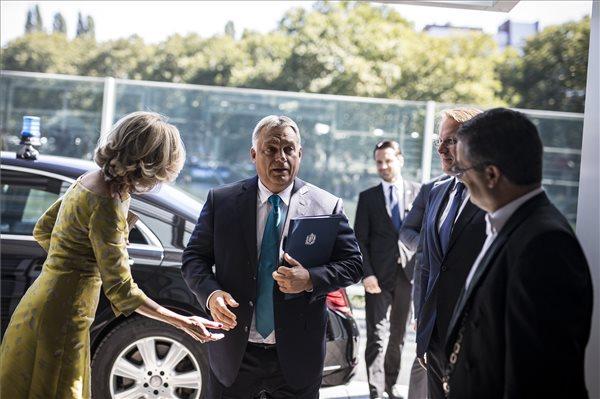 """""""Egy olyan ember, mint Orbán Viktor, hogy hagyhatta ezt? – Nigel Farage megszólalt az M1-nek"""