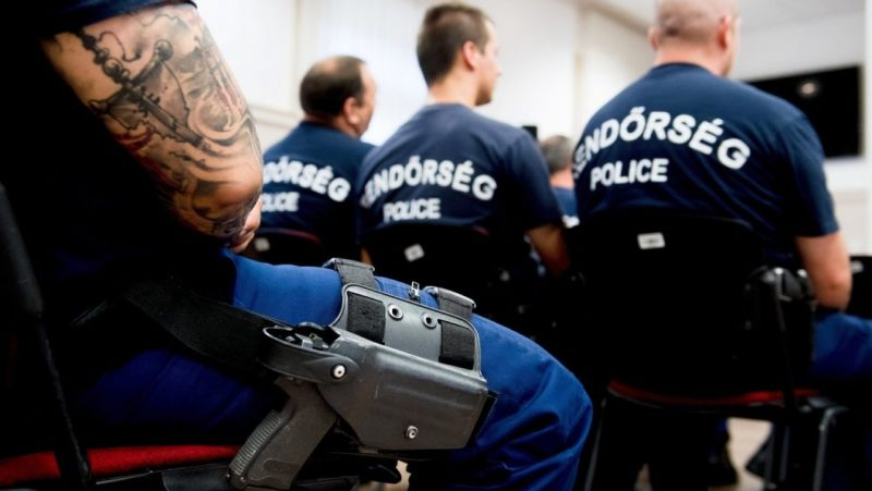Harminc magyar rendőr indult Macedóniába