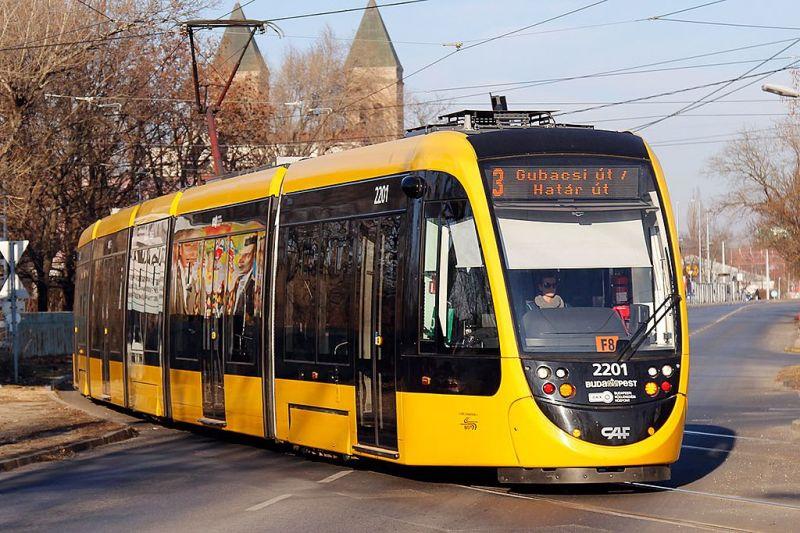 Fakidőlés miatt két villamosjárat is kiesett Budapesten