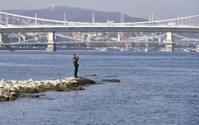 Több helyen 10 centiméterrel dőlt meg a Dunán az eddigi alacsony vízállási rekord