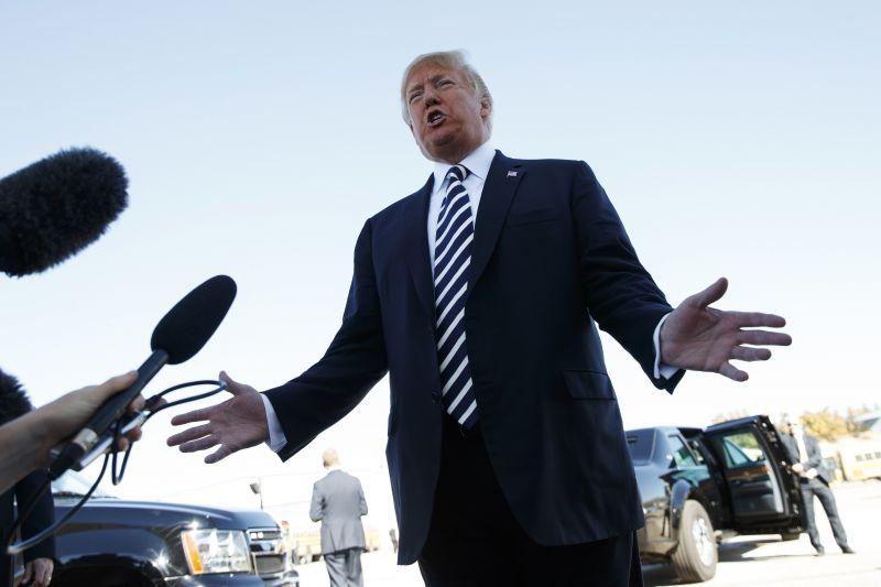 Trump szerint nem hibáztatható azért, hogy egy trumpista küldözgetett csőbombákat