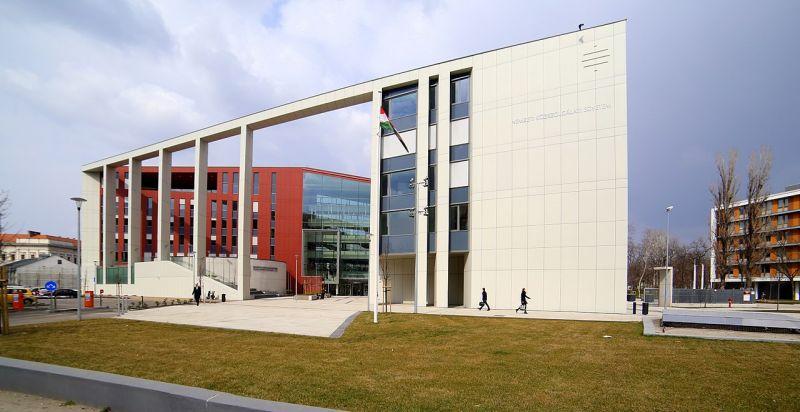 Állami vezetőképzést indítana a közszolgálati egyetem
