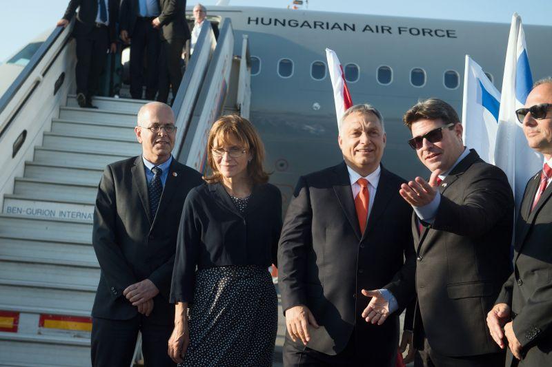 """Titkolja a Honvédelmi Minisztérium, ki repült Orbánon kívül a """"nem kormánygépekkel"""""""