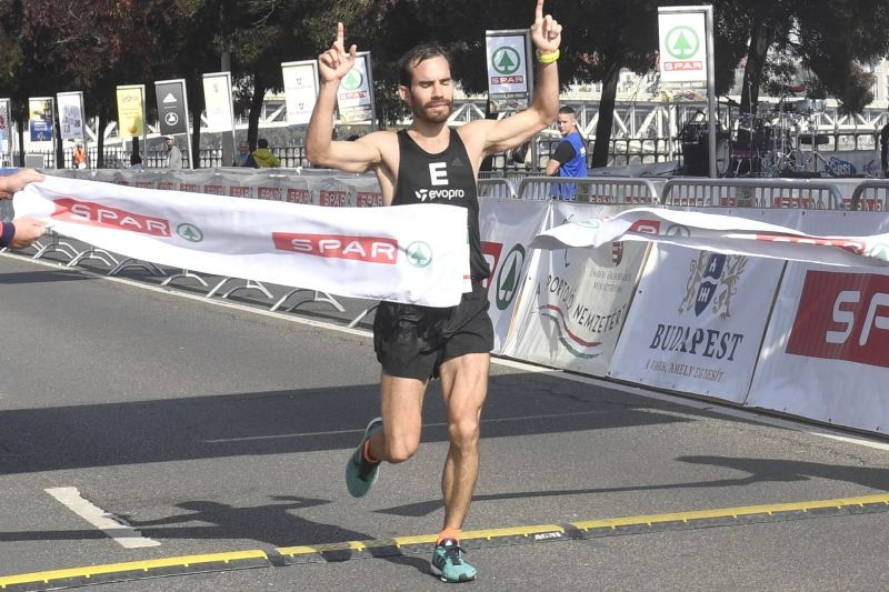 Megdőlt a nevezési rekord, több mint 33 ezren futottak a budapesti maratonon